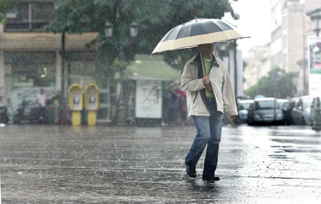 Βροχές και πτώση θερμοκρασίας την Τρίτη