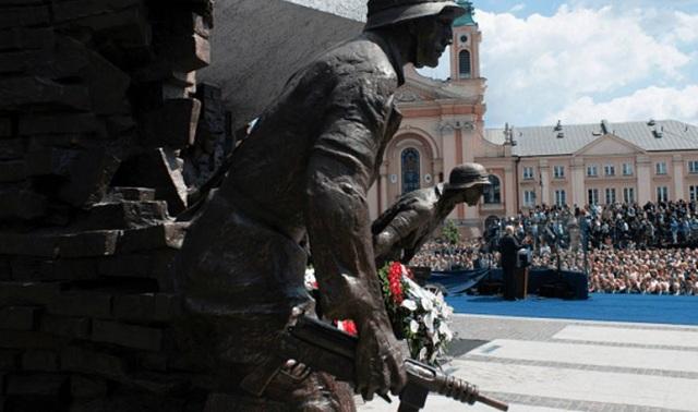 Η Πολωνία αξιώνει ένα τρισ. δολάρια αποζημίωση από τη Γερμανία για τον Β΄ Παγκόσμιο