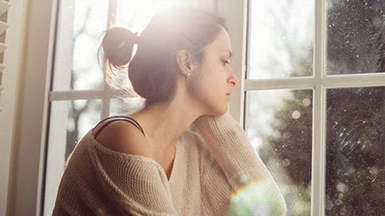Εποχική κατάθλιψη: Έξι συμπτώματα και πώς θα την αντιμετωπίσετε