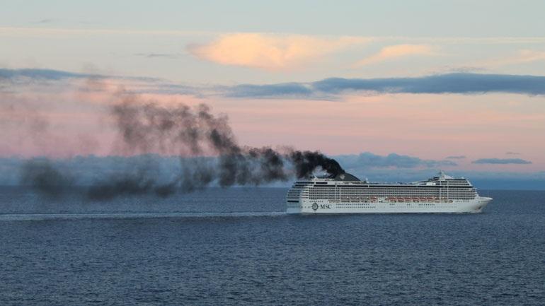 Τα καυσαέρια από τα φουγάρα των πλοίων κάνουν πιο ισχυρές τις καταιγίδες