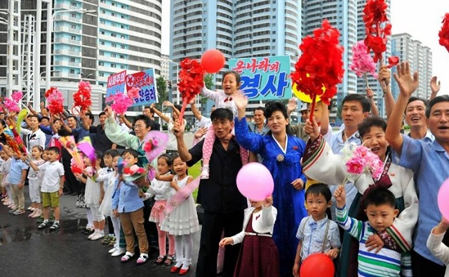 Με παρέλαση... πυρηνικών επιστημόνων γιόρτασε ο Κιμ Γιονγκ Ουν τις πρόσφατες επιτυχίες του