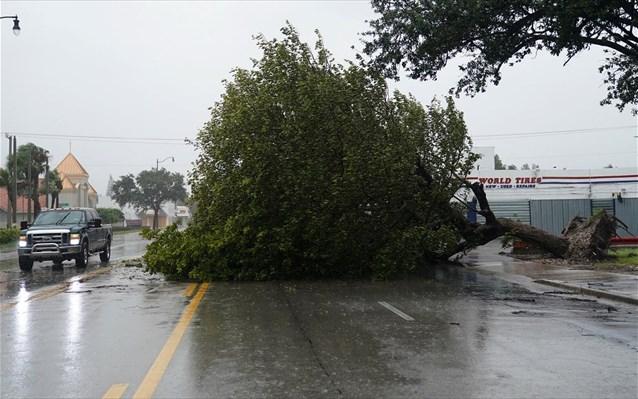 H επίθεση του τυφώνα Ίρμα (LIVE)