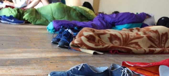 Εκπαιδευτικοί σε Σαντορίνη και Μύκονο αναγκάστηκαν να κοιμηθούν σε sleeping bags