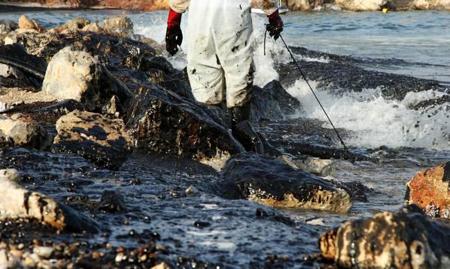 Στα διεθνή ΜΜΕ έφτασε το θέμα με τη ρύπανση στον Σαρωνικό
