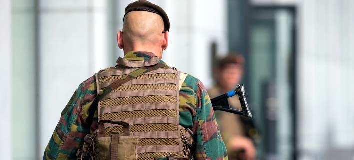 Επίθεση με μαχαίρι σε στρατιώτη στο Παρίσι