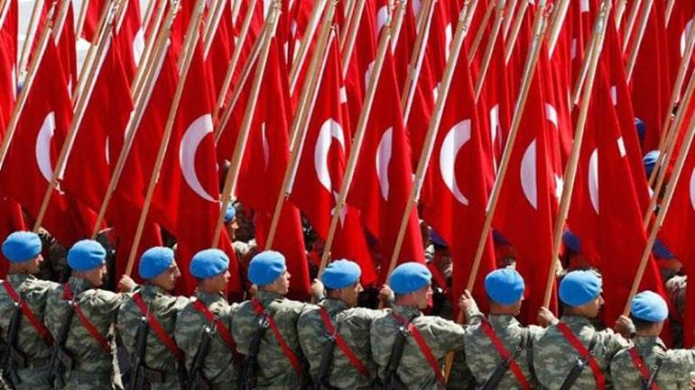 Ο τουρκικός κατοχικός στρατός παρελαύνει στον κατεχόμενο κυπριακό βορρά