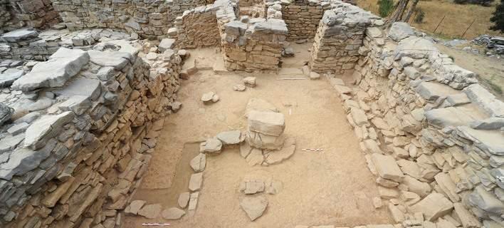 Νέα ευρήματα σε Μινωικό ανάκτορο στον Ψηλορείτη. Λαβύρινθος με νομίσματα και αγγεία [εικόνες]