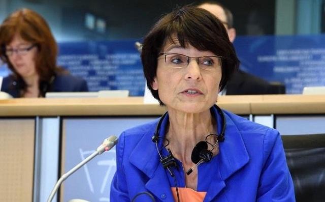 Αμετακίνητη η Κομισιόν για την κατάργηση επιδομάτων στην Ελλάδα