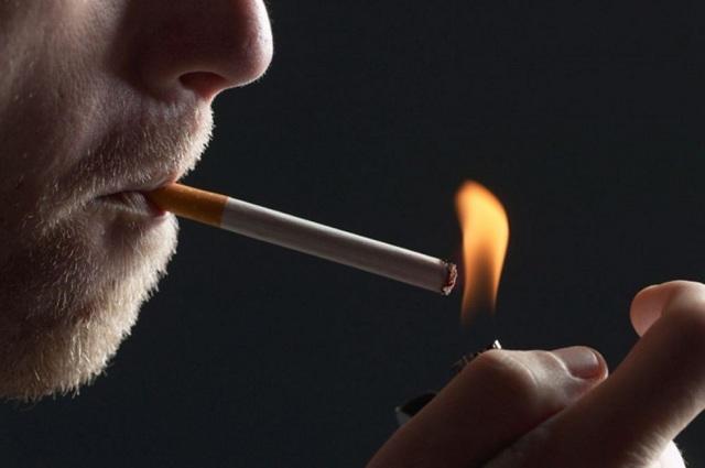 Κι όμως ο αντικαπνιστικός νόμος εφαρμόζεται. Πρόστιμα στους «θεριακλήδες» μέσα στο Δικαστικό Μέγαρο