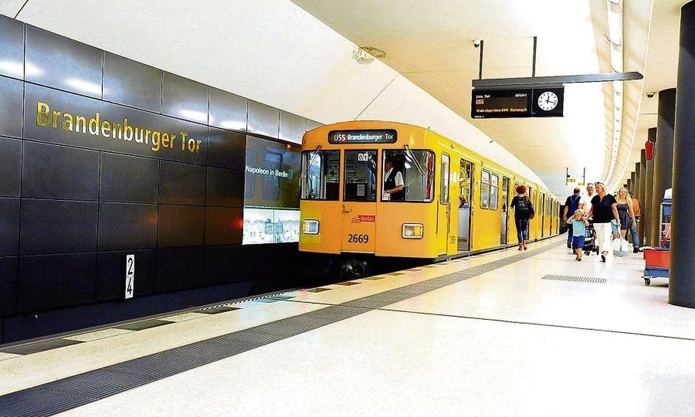 Πρόσφυγας βρήκε στο Μετρό μια τσάντα με 14.000€ & την παρέδωσε στην αστυνομία