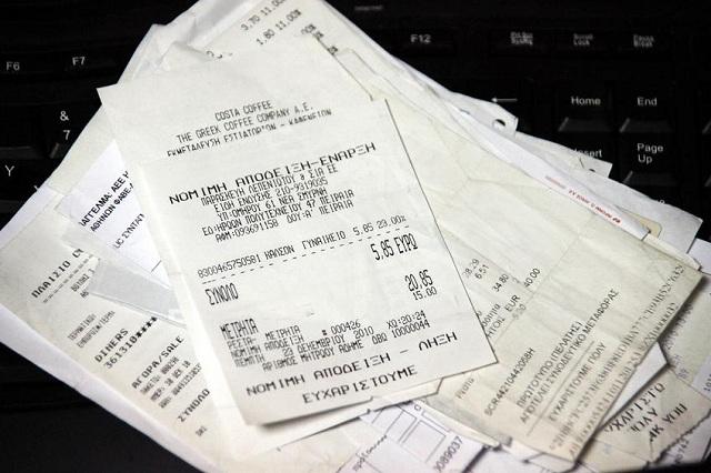 Από Οκτώβριο η φορολοταρία για αποδείξεις. Το ΥΠΟΙΚ υπόσχεται και τζακ ποτ 8 εκατ.