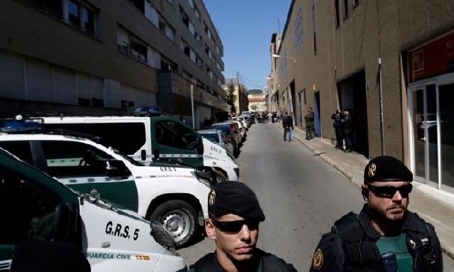 Η αστυνομία εισέβαλε στο Συμβούλιο Οικονομικών της Καταλονίας. 12 συλλήψεις