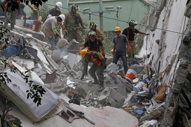 Σεισμός στο Μεξικό: Αγωνία για τους 30 αγνοούμενους μαθητές