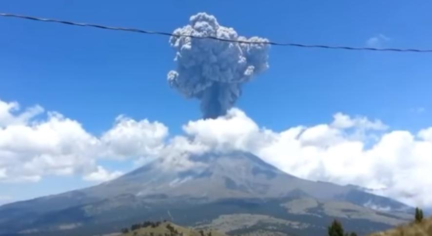 Η στιγμή που ο σεισμός ενεργοποιεί ηφαίστειο στο Μεξικό( video)