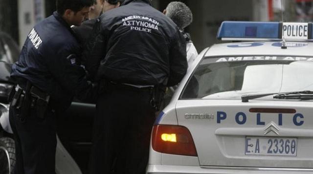 Συλλήψεις δύο αστυνομικών για ληστεία σε βάρος αλλοδαπού