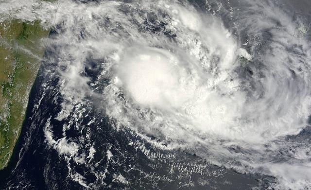 Προς τις νήσους Τέρκς και Κέικος οδεύει ο κυκλώνας «Μαρία»