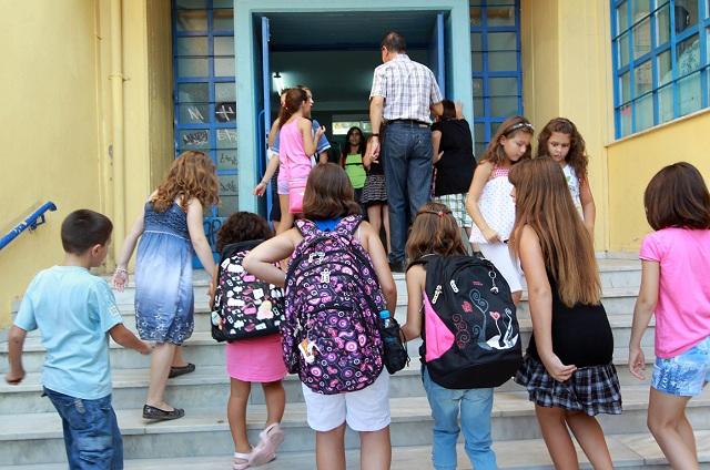 Μαθητές «μπαλάκι» στα σχολεία