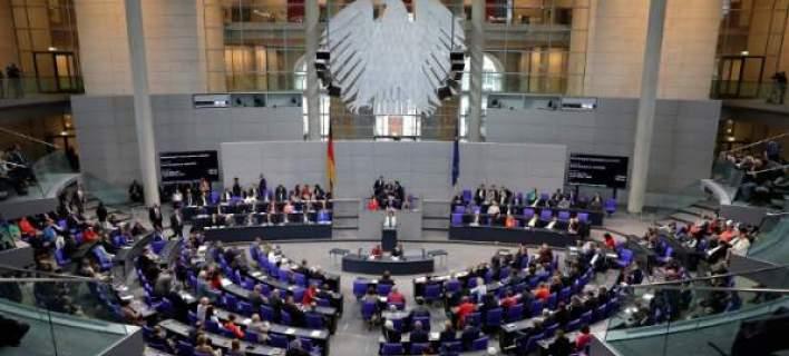 Η Γερμανία αλλάζει: Δύσκολη νίκη Μέρκελ, ναυάγιο Σουλτς, ακροδεξιό χτύπημα
