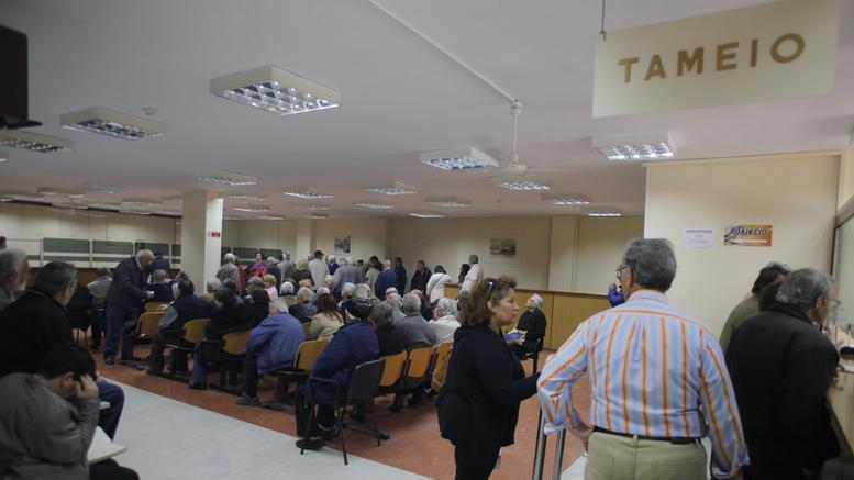 Ζητούν προκαταβολή φόρου από όσους έκλεισαν πέρυσι τα βιβλία