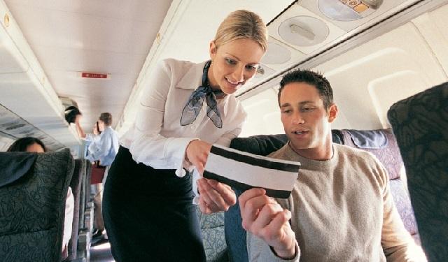 Επάγγελμα αεροσυνοδός: Οι απίστευτες απαιτήσεις των εταιρειών