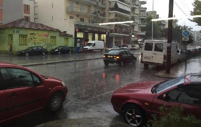 Ισχυρή βροχόπτωση στην Λάρισα