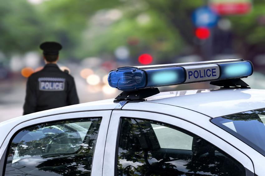 Ροπαλοφόροι χτύπησαν αστυνομικό που προσπάθησε να συλλάβει ληστές