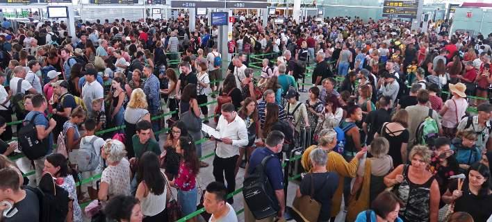 Χάος στα αεροδρόμια του πλανήτη: Κατέρρευσαν τα συστήματα check-in