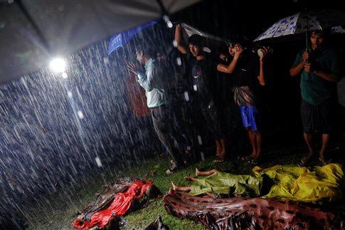 Πλοίο που μετέφερε 130 πρόσφυγες Ροχίνγκια ανατράπηκε, 14 οι νεκροί