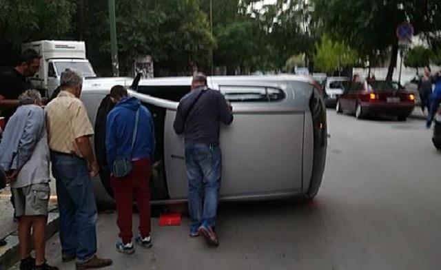Τούμπαρε αυτοκίνητο στη Λάρισα [εικόνες]