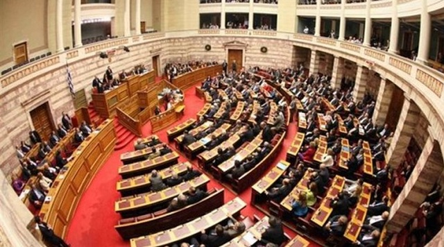 Τέως βουλευτές προσφεύγουν στη Δικαιοσύνη για το «ψαλίδι» στις συντάξεις τους