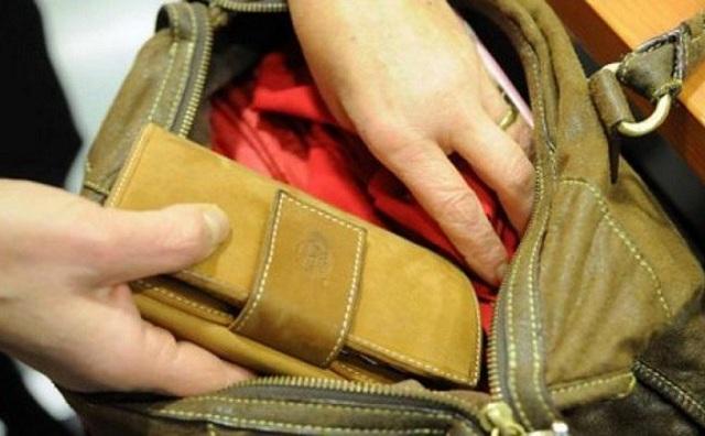 Αθίγγανες άρπαξαν πορτοφόλι σε αρτοποιείο στα Κανάλια