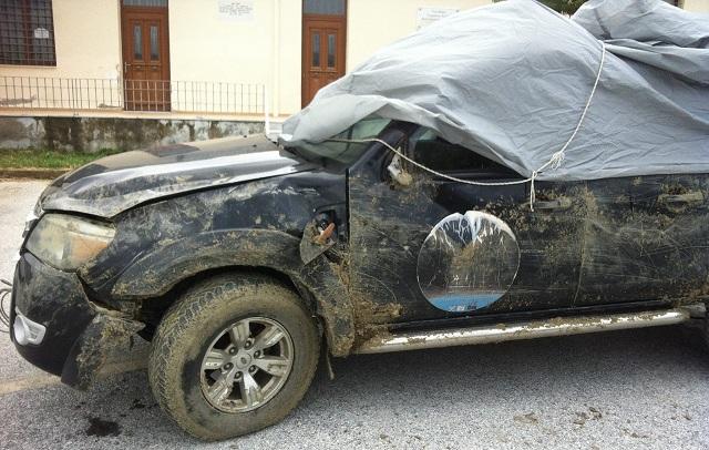 «Ανώμαλη προσγείωση» τζιπ σε χωράφι στην Κάρλα