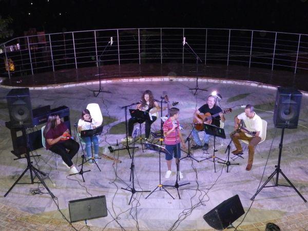 Μαγική βραδιά σύγχρονου τραγουδιού από τη Μουσική Σχολή Τραγουδάρα