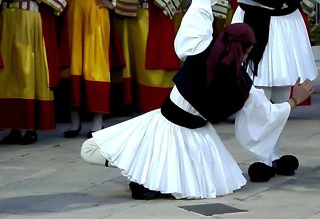 Mαθήματα παραδοσιακών χορών
