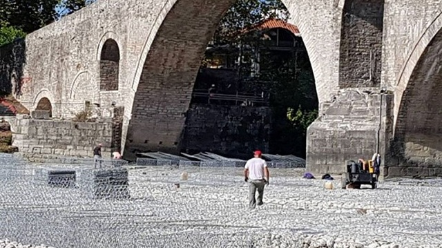Ξεκίνησε η αναστήλωση του ιστορικού γεφυριού της Άρτας