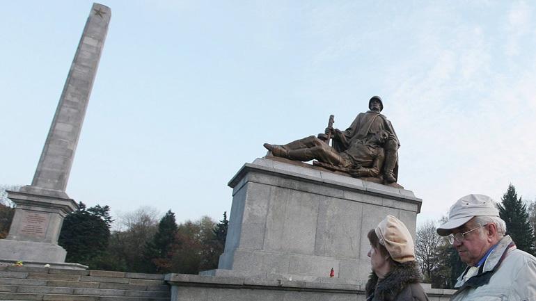 Βανδαλισμοί σοβιετικών μνημείων στην Πολωνία