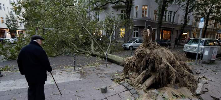 Φονική καταιγίδα σάρωσε τη βόρεια Γερμανία -Χάος στις συγκοινωνίες [εικόνες & βίντεο]