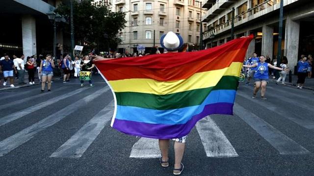 Συλλογή υπογραφών υπέρ της αλλαγής ταυτότητας φύλου