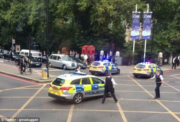 Λονδίνο: Αυτοκίνητο έπεσε πάνω σε πεζούς έξω από το μουσείο του Κένσινγκτον