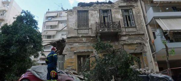 Μερική κατάρρευση κτιρίου στον Πειραιά