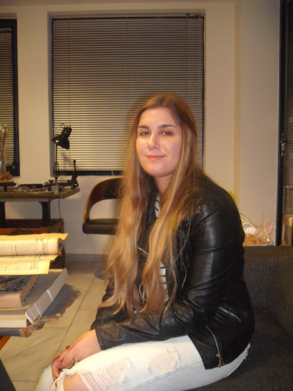 Συγγραφέας ετών 16! ~ Νεαρή Βολιώτισσα μαθήτρια