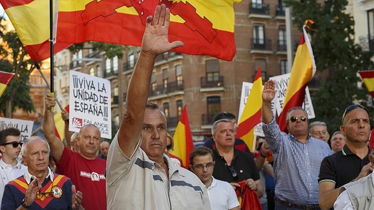 Ισπανία: Φασιστικοί χαιρετισμοί σε διαδήλωση υπέρ της ενότητας
