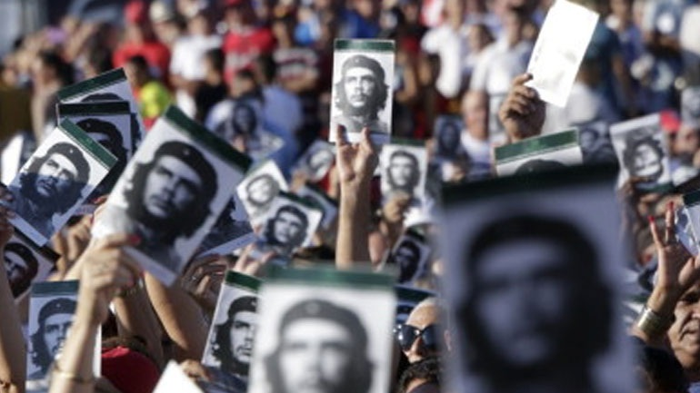 Η Αβάνα καταφέρεται κατά του αμερικανικού ιμπεριαλισμού 50 χρόνια από τον θάνατο του Τσε