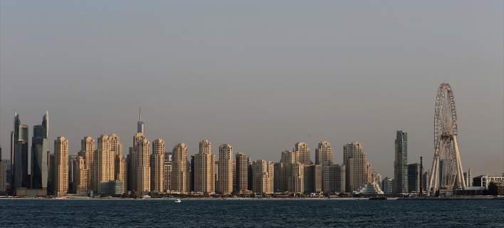 Ντουμπάι: Βρετανός απειλείται με τρία χρόνια φυλακή επειδή ακούμπησε κατά λάθος έναν άνδρα