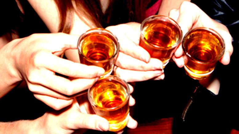 Οι έλληνες έφηβοι πίνουν πολύ, ειδικά στην επαρχία