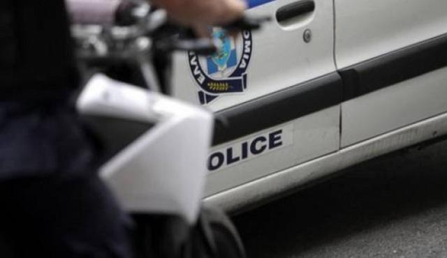 Τράκαραν περιπολικό και διέφυγαν νεαροί κλέφτες στην Ελασσόνα