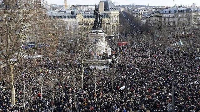 Πάνω από 400.000 διαδηλωτές στους δρόμους της Γαλλίας