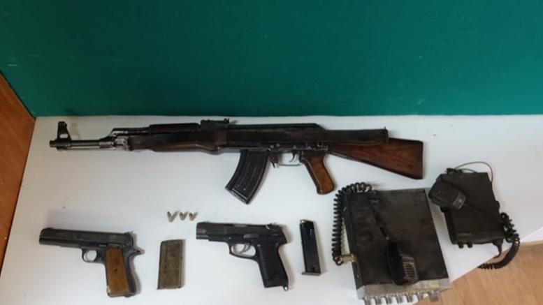Πιάστηκαν καλάσνικοφ, πιστόλια και πυρομαχικά