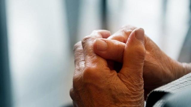 Απατεώνες άρπαξαν 700 ευρώ και βιβλιάρια καταθέσεων από ηλικιωμένη