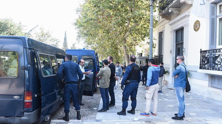 Φυλάκιση 6 μηνών στους 18 του «Ρουβίκωνα» για την ισπανική πρεσβεία